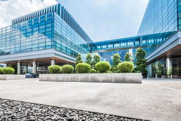 Fototapete - Empty floor near modern building