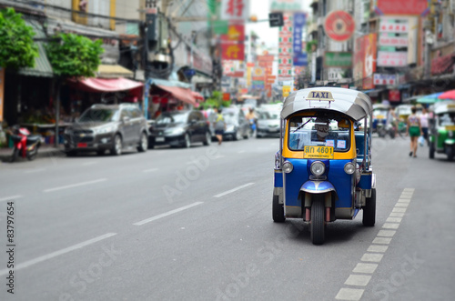 tuk tuk vehicle urban bangkok thailand stockfotos und lizenzfreie bilder auf. Black Bedroom Furniture Sets. Home Design Ideas