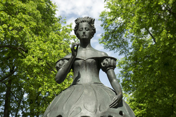 The statue of actris in the city Park