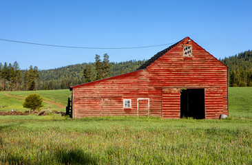 Red barn, green grass.