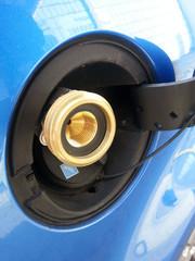 Auto mit Gas betanken