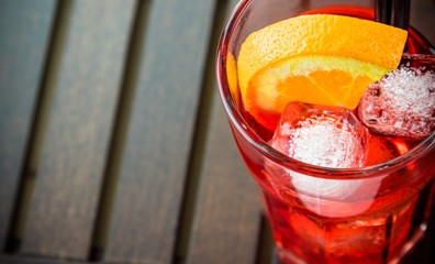Fototapete - top of view of spritz aperitif aperol cocktail glass with orange