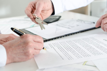 Client signing a real estate contract