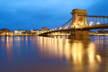 Fotomurales - Czechenyi Chain Bridge in Budapest early morning