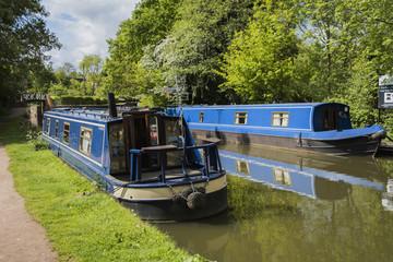 canal boats narrow boats houseboats uk canal