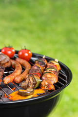 Türaufkleber Grill / Barbecue Barbecue grill with various kinds of meat