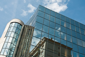 détails, reflets dans un immeuble moderne