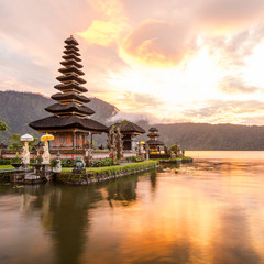 Fotobehang Indonesië Pura Ulun Danu Bratan, Famous Hindu temple and tourist attraction in Bali, Indonesia