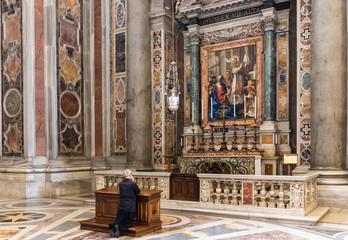 Gebet im Petersdom