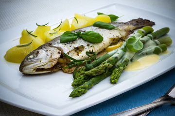 Grilled trout with green asparagus and rosemary potatoes