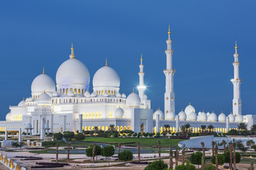View of famous Abu Dhabi Sheikh Zayed Mosque