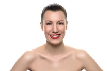 Lächelnde selbstbewusste junge Frau