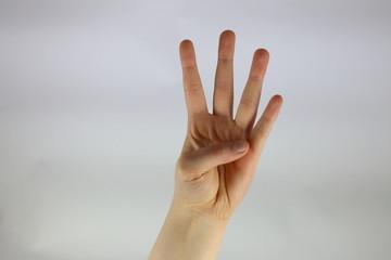 Fingerzeichen vier