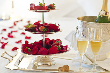 Honeymoon suite with strawberries and a bottle of champagne