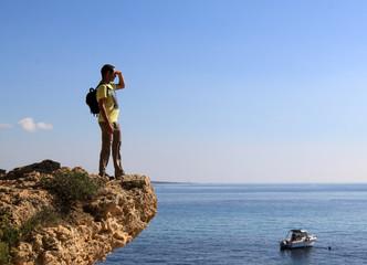 homme mer regarder horizon