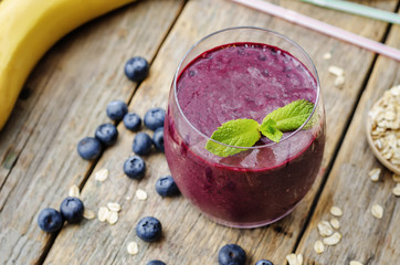 smoothie with blueberries, banana and cereal