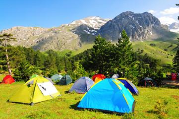 dağ manzaralı çadır kampı