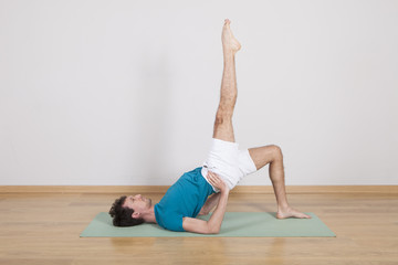 man practicing pilates indoor, return to life sequence, 34 exerc