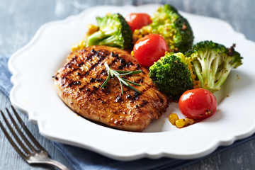 Grilled turkey fillet with vegetables
