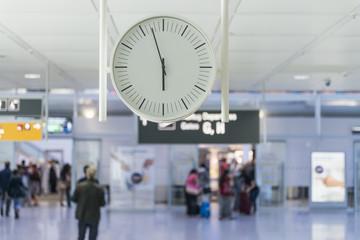Uhr am Flughafen