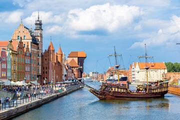 Foto auf AluDibond Schiff Cityscape on the Vistula River in Gdansk, Poland.