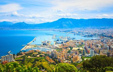La pose en embrasure Palerme Cityscape of Palermo, Sicily, Italy.