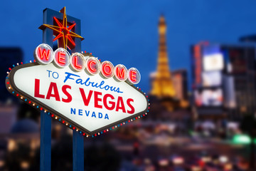Papiers peints Las Vegas LAS VEGAS - MAY 12 : Welcome to fabulous Las Vegas neon sign wit