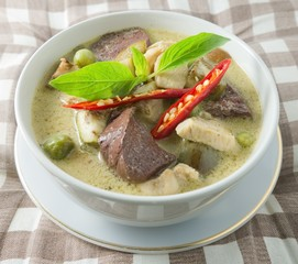 Thai Green Curry with Chicken and Coconut Milk