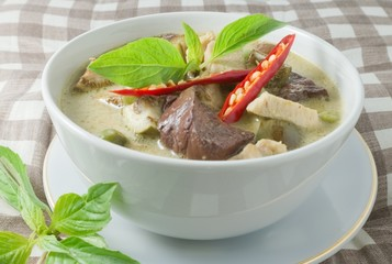 Thai Green Curry with Chicken in Coconut Milk