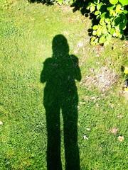 Schatten Frau grüne Wiese