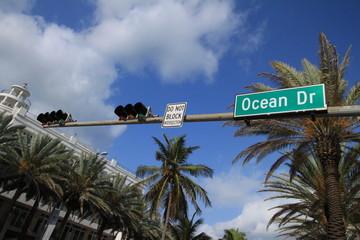 Der berühmte Ocean Drive in Miami Beach