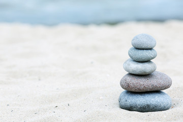 Photo sur Plexiglas Zen pierres a sable Zen stones balance spa on beach