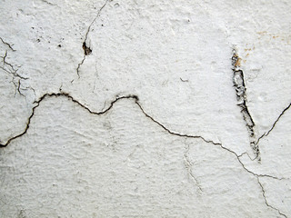 Concrete wall cracks