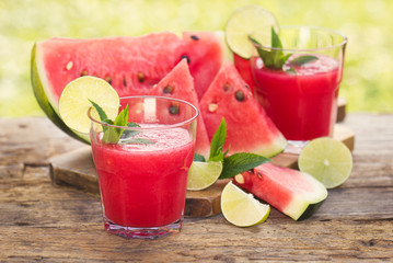 Cold watermelon smoothies with lime and mint