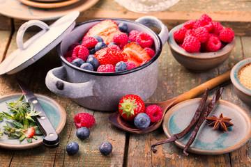 Marmelade kochen mit frischen Beeren
