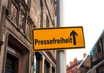 Strassenschild 44 - Pressefreiheit