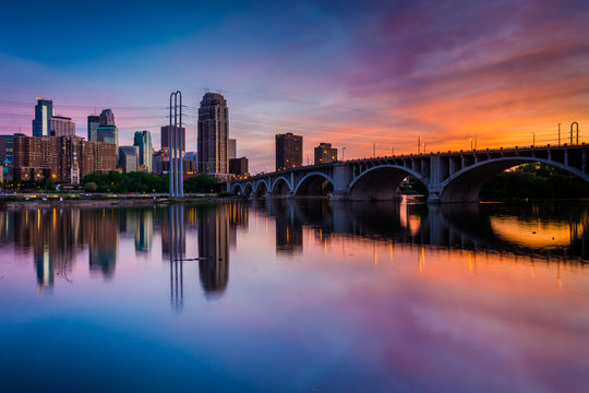Sunset over the Minneapolis skyline and Mississippi River, in Mi
