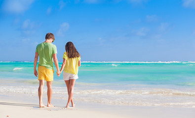 picture of happy couple in sunglasses on the beach