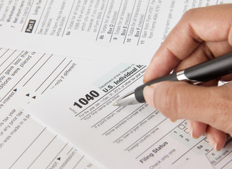Person filing income tax form 1040