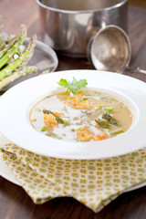 Spargel cream suppe mit garnelen