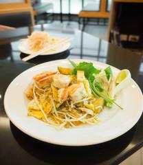 Fried noodles with shrimp(Pat Thai)