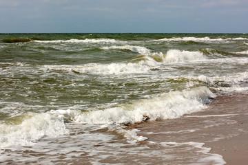 Fototapete - Brandung am Strand der Ostsee auf dem Darß