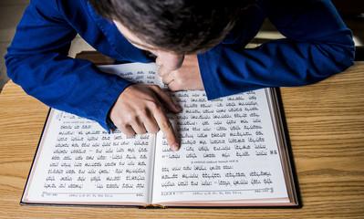 a jewish scholar reading the bible