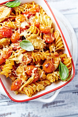Baked fussili with chicken and cherry tomatoes