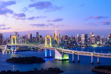 Türaufkleber Tokio Evening View of Tokyo Skyline, Rainbow Bridge, and Tokyo Tower