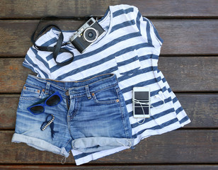 Summer essentials outfit - ripped jeans and striped t shirt