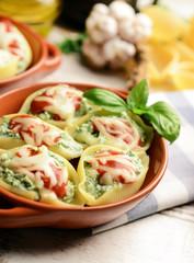 Stuffed pasta shells