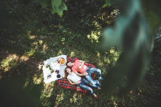 Couple on a picnik