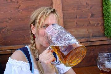Frau auf Oktoberfest