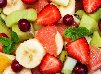 Photo sur Aluminium Fruits Salad with fresh fruits